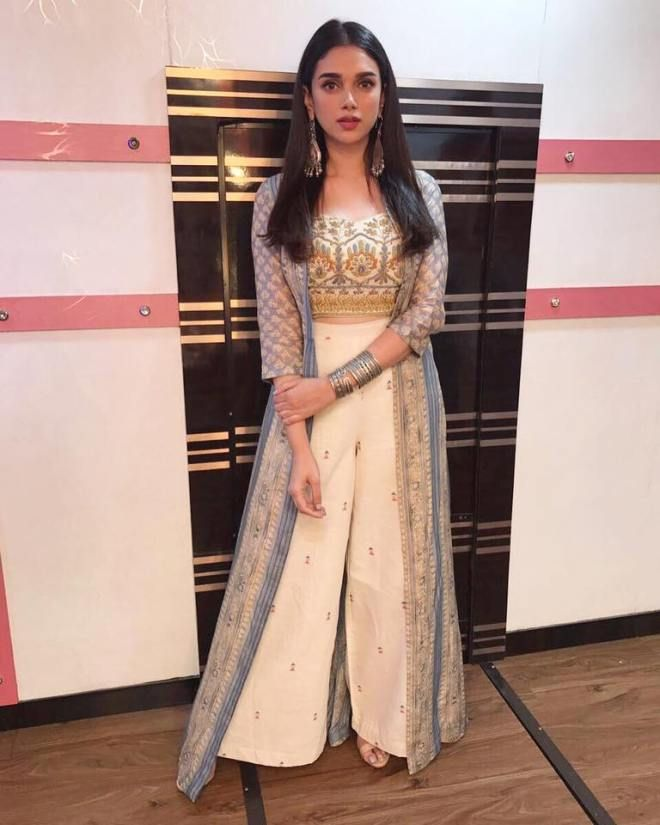 Bollywood Actress Dresses Online Shopping (74)