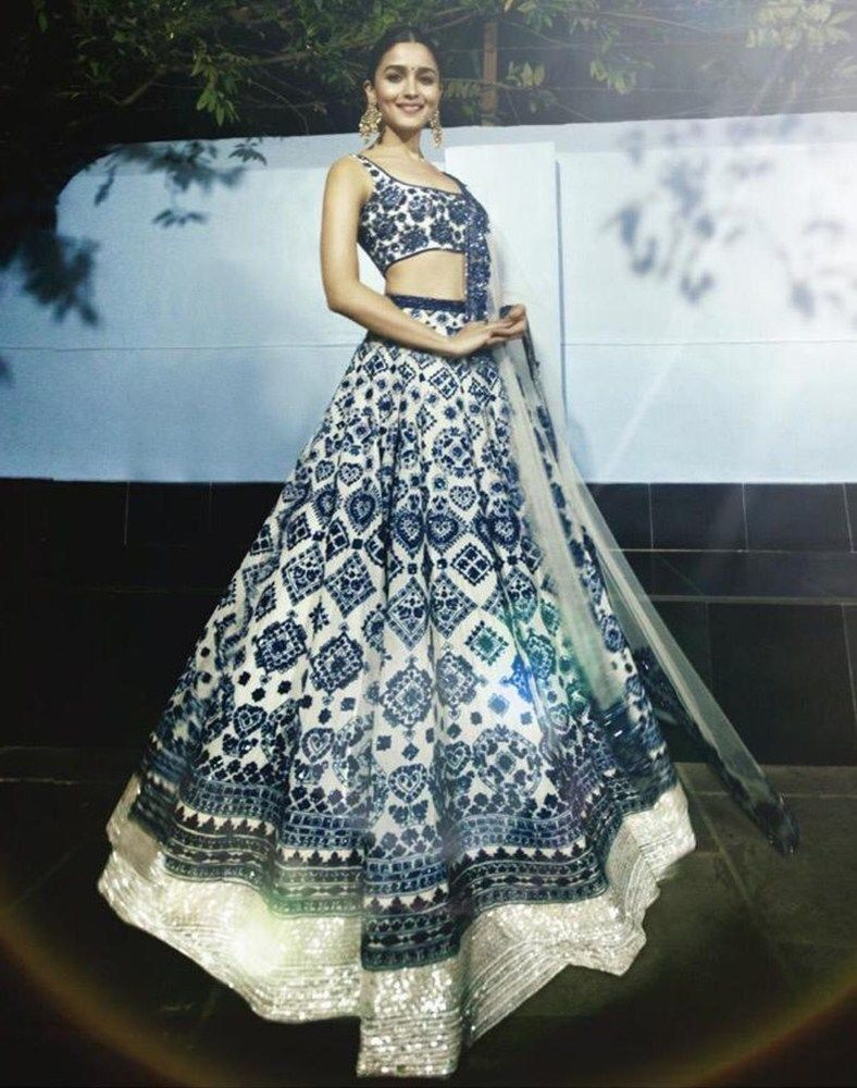 Bollywood Actress Dresses Online Shopping (83)