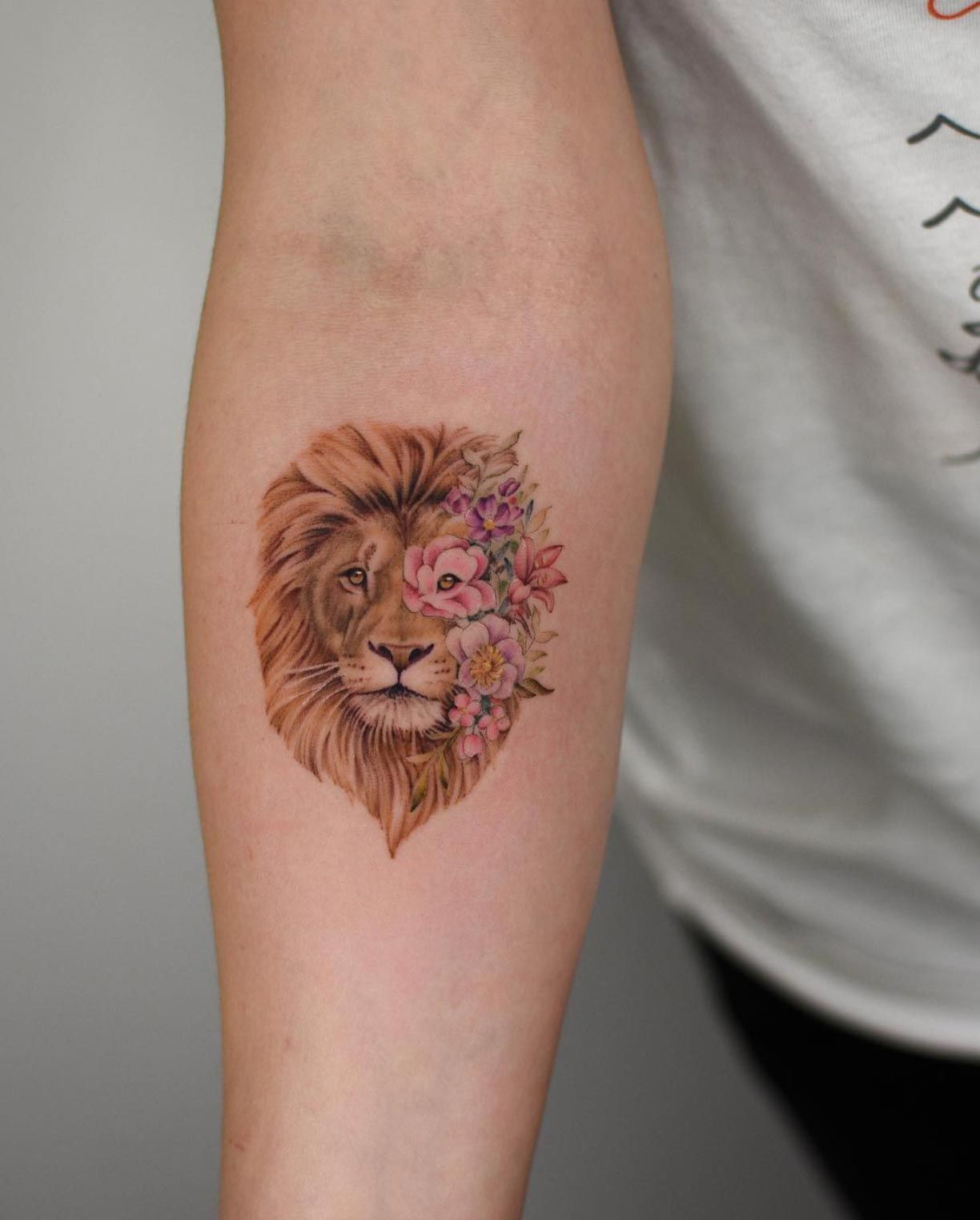 Leo Zodiac Horoscope Sign Symbol Tattoo Designs (195)