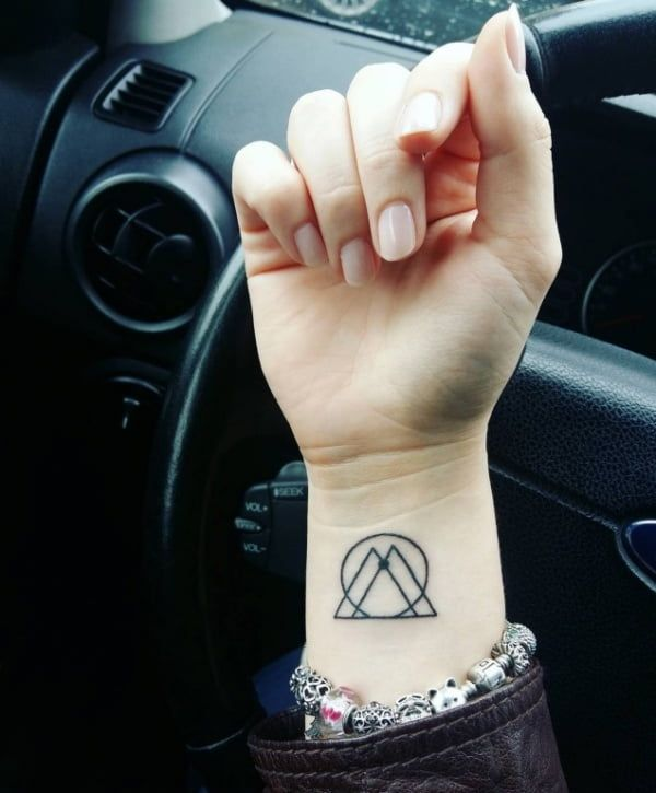Leo Zodiac Horoscope Sign Symbol Tattoo Designs (42)