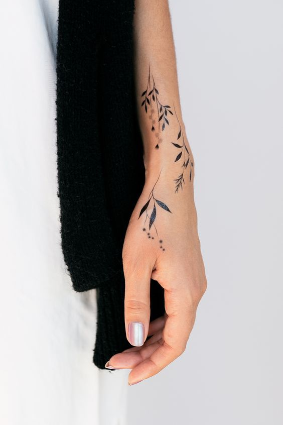 Cute Small Tattoo Designs For Girls Female Women (32)