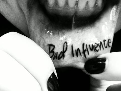 Lip Tattoo Ideas 14
